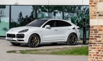 Most-Powerful-Porsche-Cayenne-Plug-in-Hybrid-Hero-1